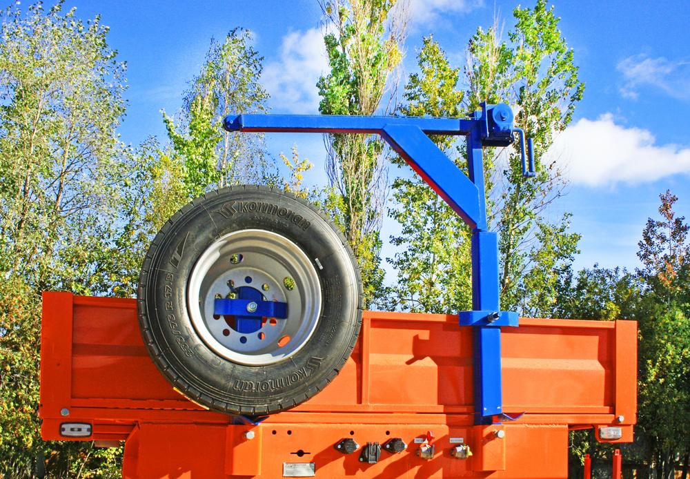 Дополнительное оборудование Лебедка запасного колеса
